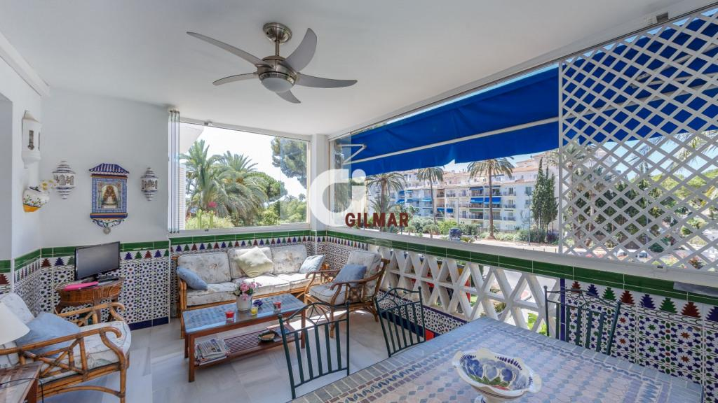 Spacious apartment in the complex Playas del Duque