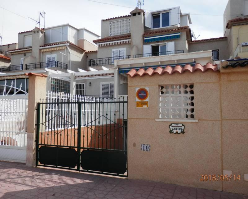Charming, spacious, bargain 2 bedroom townhouse for sale in