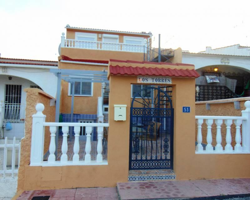 Spacious 4 Bedroom Town house for sale with fantastic