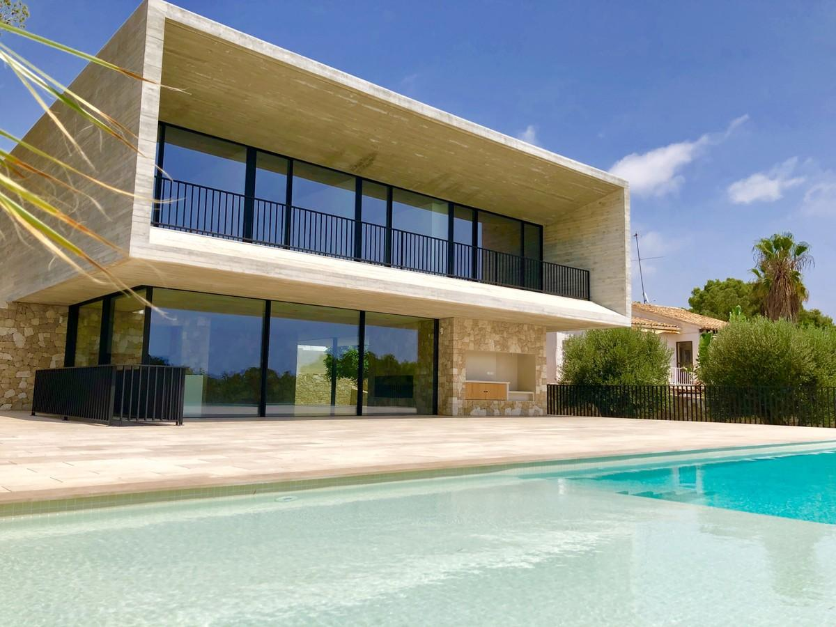Contemporary, high-end and beautifully built Villa within walking distance of Moraira, ...